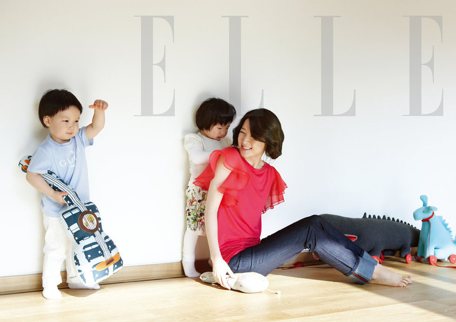 李英爱双胞胎儿女高清写真 女儿似妈妈天生丽质