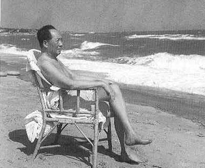 老一辈革命家在北戴河度假珍贵照片
