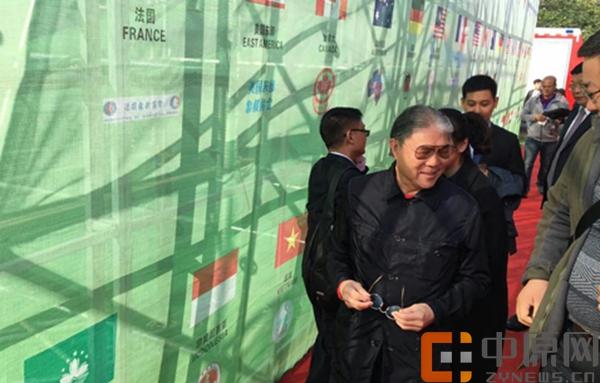 国际奥委会委员、世界象棋联合会主席、亚洲象棋联合会会长霍震霆出席首届楚河汉界世界棋王赛并参观鸿沟