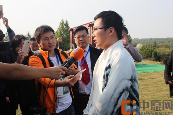 单局获胜成为冠军后,郑惟桐接受中原网采访