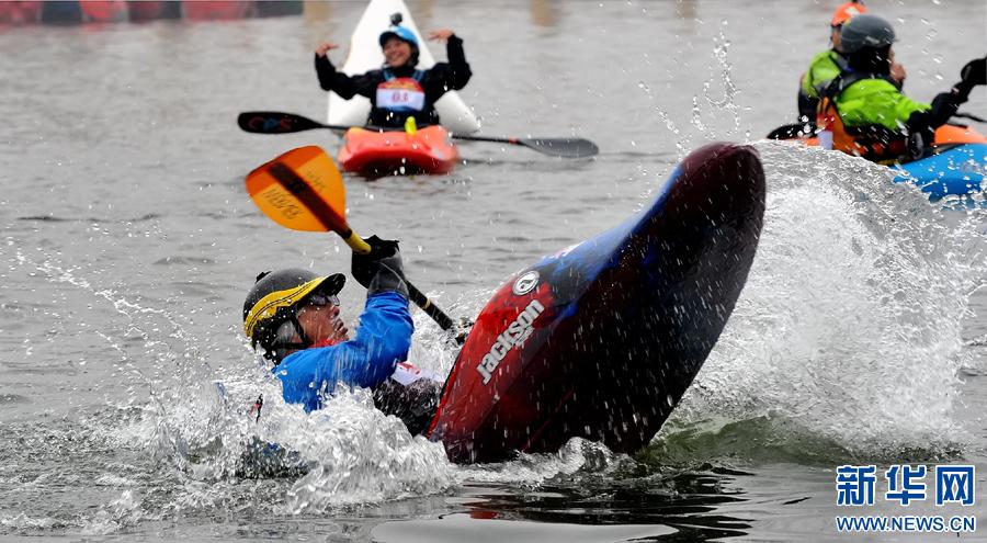 """""""2016花式皮艇竞速绕标锦标赛""""在郑州开赛"""