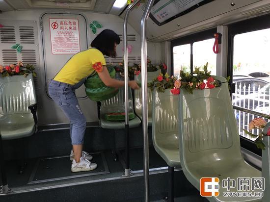 郑州公交车变身森林氧吧 如入绿野仙踪般的意境