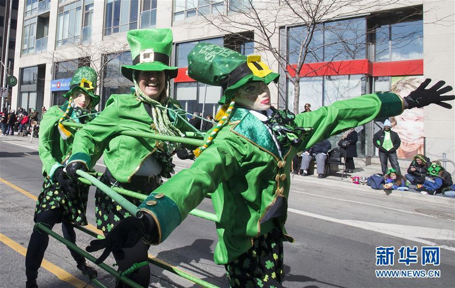 (国际)(3)多伦多举行圣帕特里克节游行