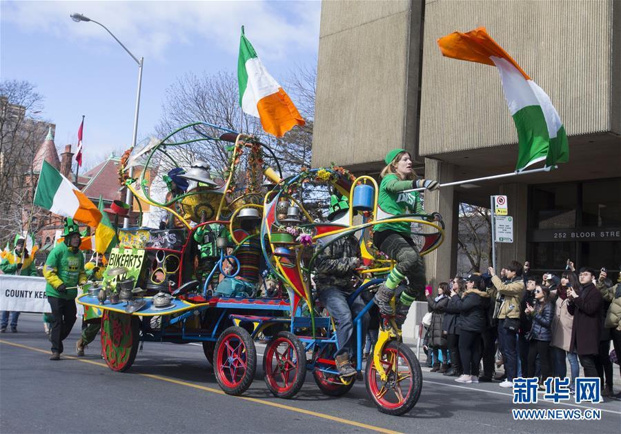 (国际)(4)多伦多举行圣帕特里克节游行