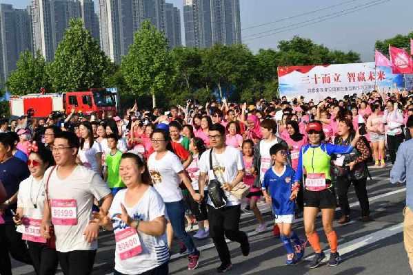 现场 2018天健湖 郑州国际女子马拉松赛鸣枪开跑