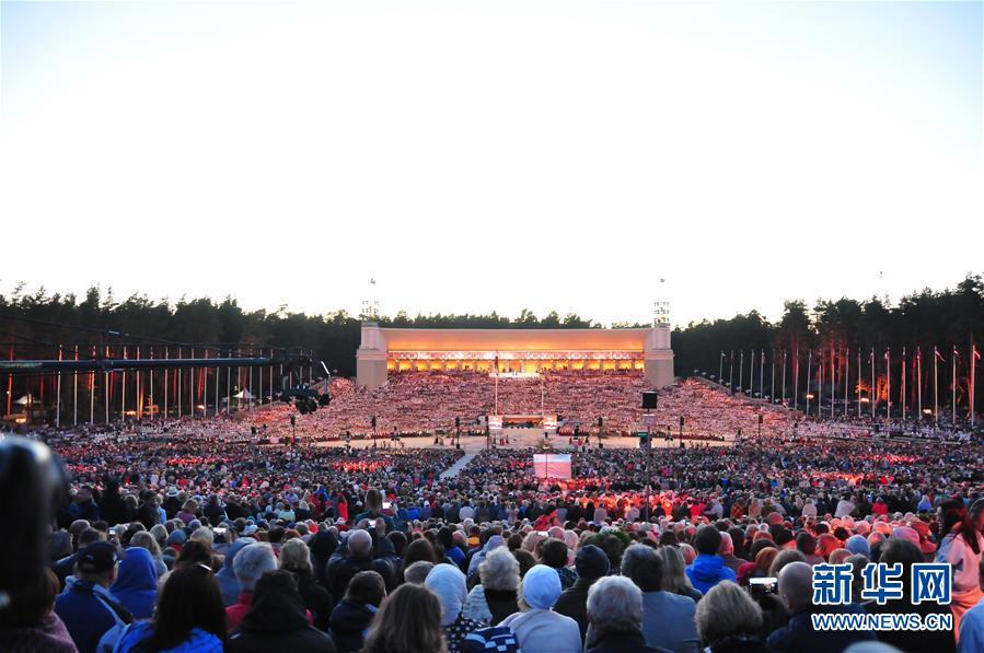 """(国际)(1)拉脱维亚举办""""星空之路""""万人合唱音乐会"""