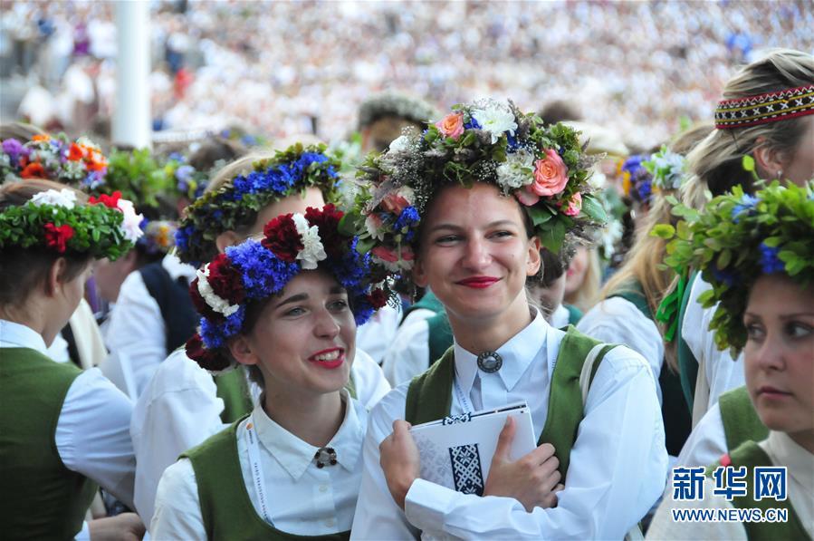 """(国际)(5)拉脱维亚举办""""星空之路""""万人合唱音乐会"""