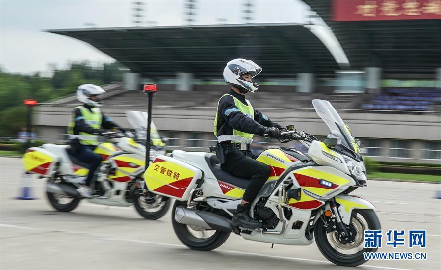 (社会)(1)中国人民公安大学设立摩托车警务驾驶课程