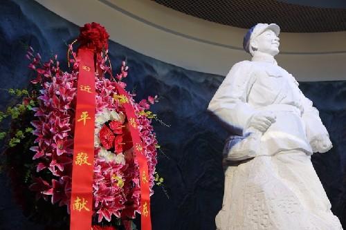 (54)雷锋纪念馆内大厅的醒目陈设-河宁 摄.jpg