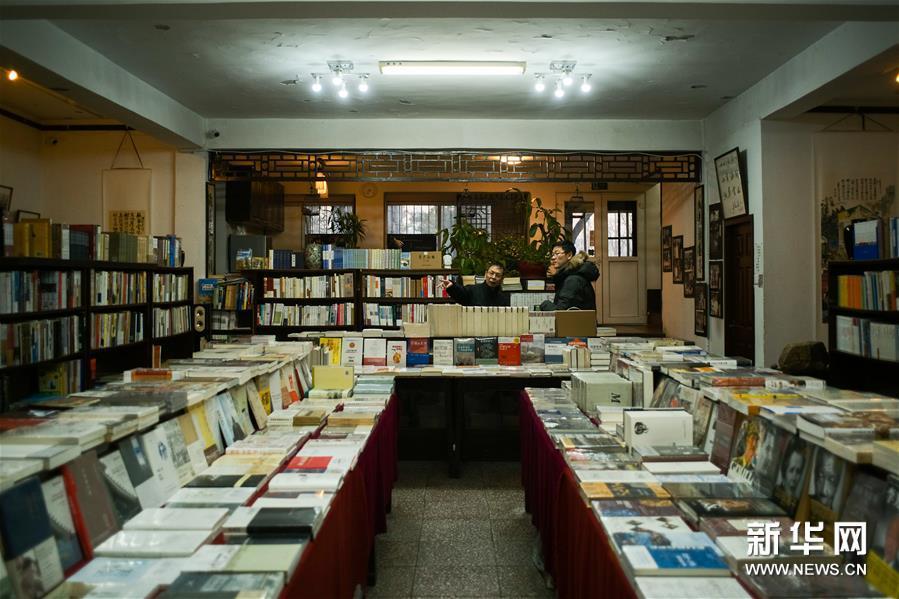 (社会)(6)探访北京特色实体书店——皇城根儿书店之旅