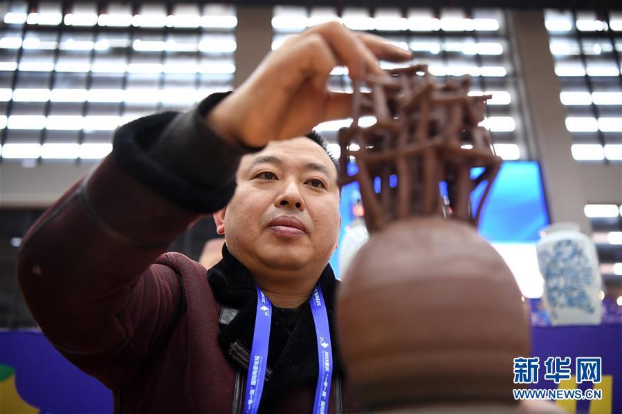 (社会)(5)重庆:传统制陶技艺大比拼