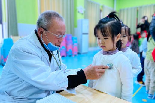 侯寨乡中心幼儿园:体检护航 健康相伴