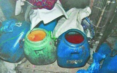 小贩油炸肉皮制售地沟油