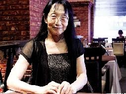 84岁离休干部变女性 喜欢扭着走偶尔露露莲花手